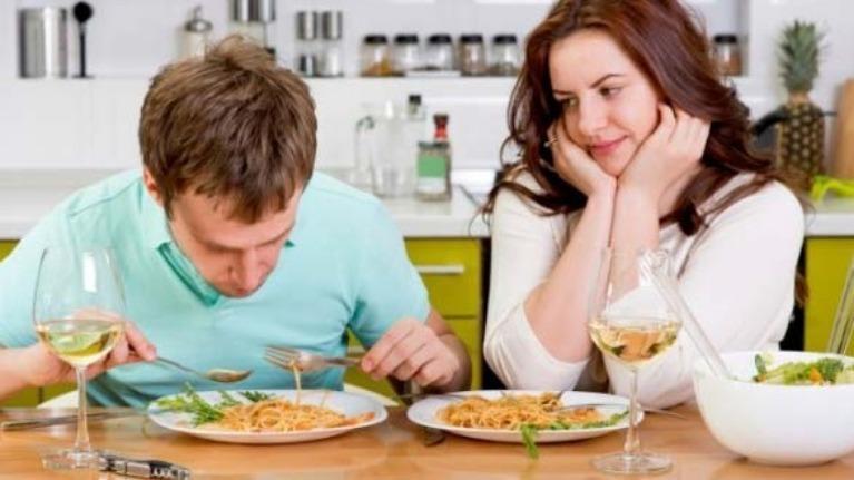 Chỉ qua cách ăn uống thôi cũng có thể nắm rõ đối phương trong lòng bàn tay rồi nhé các nàng/chàng nhà ta.