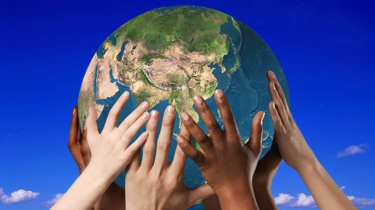Mối quan hệ giữa trái đất với các hành tinh khác trong hệ mặt trời của chúng ta như thế nào nhỉ!!!